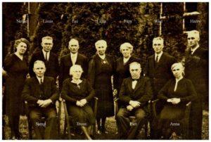 1960 circa - familie Joosten met geheel rechts Hendrikus (Harry) Joosten 1898-1962